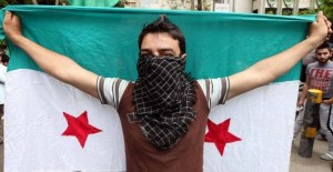 Syrian troops fire on protesters