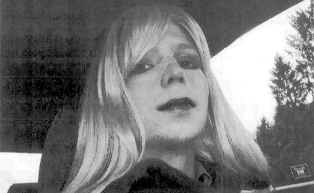 Bradley Manning supervisor ignored photo of soldier dressed as woman