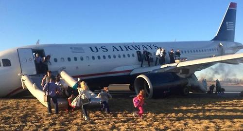 Plane evacuated at Philadelphia airport after mechanical failure