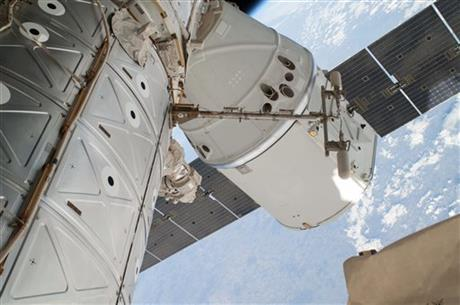 SpaceX Dragon capsule arrives back to Earth