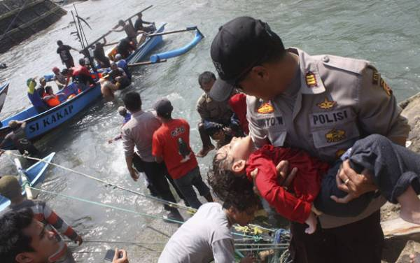 Malaysia 66 missing after boat sinks off western coast