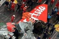 AirAsia flight data recorder recovered continue search for cockpit voice recorder VIDEO