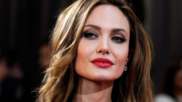 Angelina Jolie Has Ovaries Fallopian Tubes Removed VIDEO