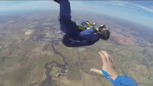 Guy has a seizure in the middle of free fall while skydiving VIDEO