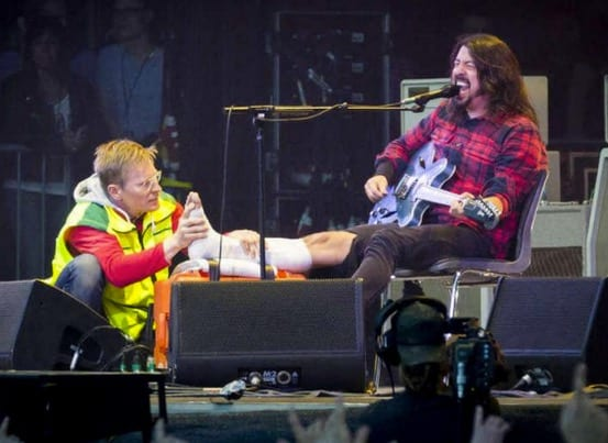 david grohl falls off stage breaks leg finished show