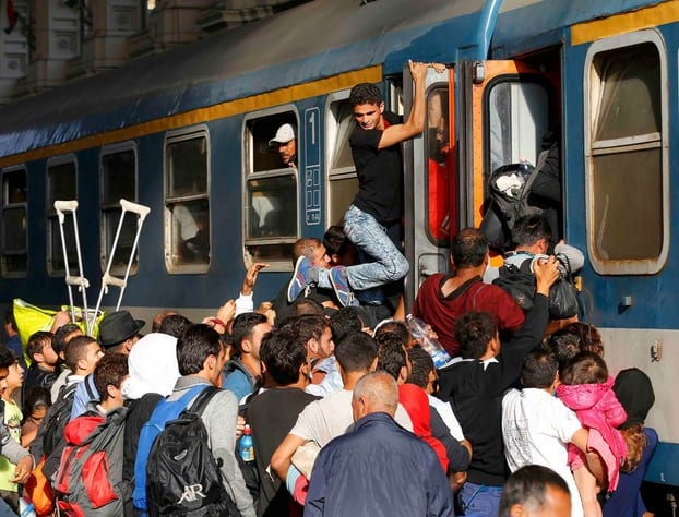 Migrants storm train at Budapests main station VIDEO