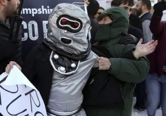 Rubio Mob Attacks Protesters Dressed As Robots VIDEO
