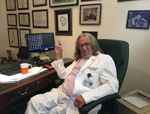 Screen Shot 2016 08 26TrumpsDoctor Wrote Health Letter In Minutes While Trump Waited in Limo at 11.04.42 PM