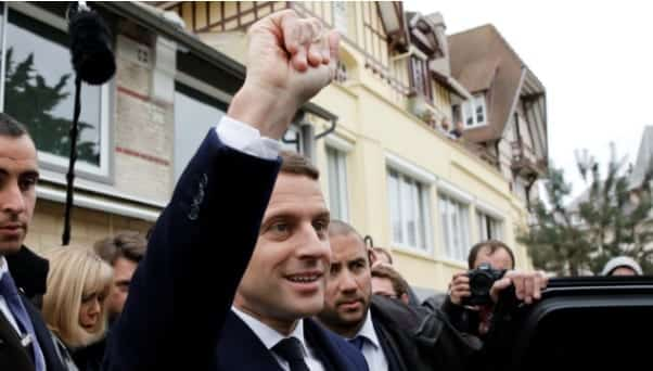 Macron Le Pen Advance To 2nd Round In French Election